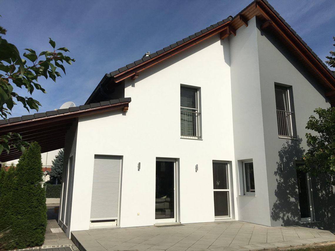 Neuanstrich der Fassade eines Einfamilienhauses